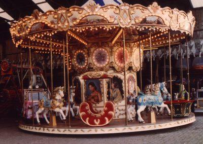 Rotation of carrousel_700